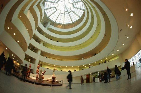 Atrium en interieur van het Guggenheim Museum